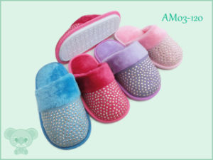 Warm Soft Children′s Shoes Indoor Slipper for Winter pictures & photos