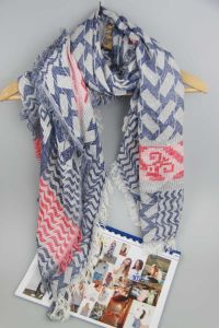 100% Cotton Kerchief Scarf for Women Fashion Accessory Shawl Use in Winter pictures & photos