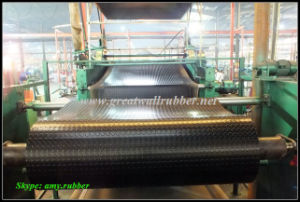 Anti-Slip Flooring Sparse Round Button Rubber Mat pictures & photos
