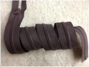 5# Derlin Quality Zipper Open-End with a/L Thumb Slider pictures & photos
