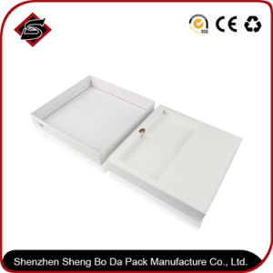 180*176*32mm Square Packing Gift Paper Box pictures & photos