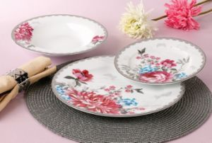 18PCS Good Price Restaurant Royal Bone China Dinnerware Set pictures & photos