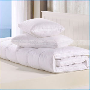 100% Cotton Down Feather Filled Quilted Mattress Cover pictures & photos