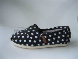 New Vulcanized Canvas Shoe -DOT Style pictures & photos
