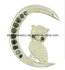 925 Silver Moon Shape with Standing Cute Bird Pendant pictures & photos
