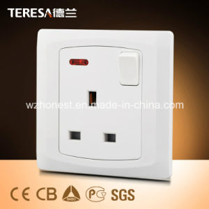 1 Gang Multi Function 3 Pin Plug Universal Plug 13A Switched Socket with Acrylic Black Panel pictures & photos