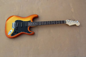 Hanhai Music/Cherry Sunburst St Style Electric Guitar with Rosewood Fingerboard pictures & photos