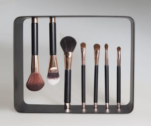 New Magnetic Stand up 7PCS Cosmetic Makeup Brush Set pictures & photos