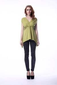 Women′s Green Elegant Blouse Design V-Neck Cross-Over Styling Dropped Shoulder Blouse pictures & photos