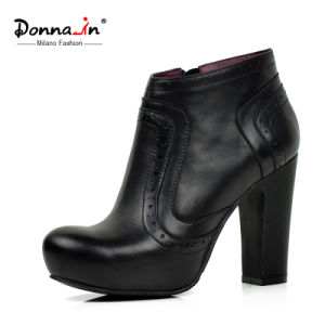 Casual Lady Brogue Leather Shoes High Heels Women Platform Boots pictures & photos