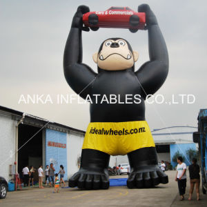 Giant Inflatable Black Gorilla with Raising Car pictures & photos