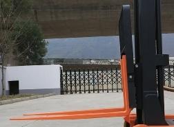 1.5 Ton Pedestrian Type Rb Electruc Reach Stacker pictures & photos