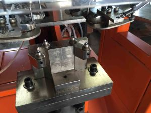 Full-Automatic Four Eyelet Machine pictures & photos