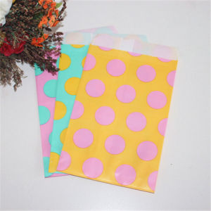Wholesale Party Decorations Paper Candy Bags with BSCI pictures & photos