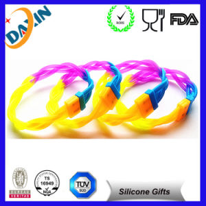 Free Sample 2015 New Product Silicone Bracelet pictures & photos
