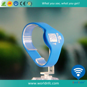 ISO14443A 13.56MHz MIFARE Plus S RFID Silicone Wristband pictures & photos