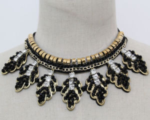 Fashion Costume Jewelry Leaf Crystal Chunky Choker Necklace (JE0182) pictures & photos