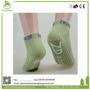 Custom Made Ankel Grip Socks Apply to Indoor Trampoline Parks pictures & photos