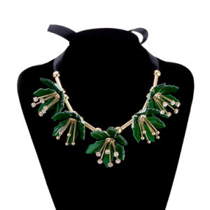 Hot Sale Gold Plated Green Flower Lacing Pendant Necklace Jewelry pictures & photos