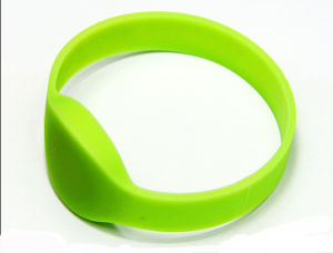 Personalized Waterproof 13.56 MHz Ntag213 NFC Silicone Passive Smart RFID Bands for Access Control pictures & photos