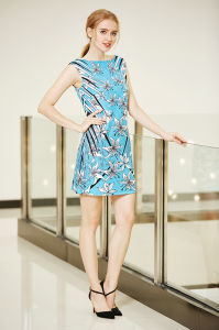 Boat Neck Sleeveless Ponte Shift Dress with Digital Placement Flowers Print pictures & photos