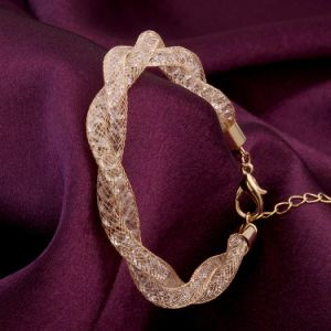 Fashion Web Bracelet with Crystal Stone Inside pictures & photos