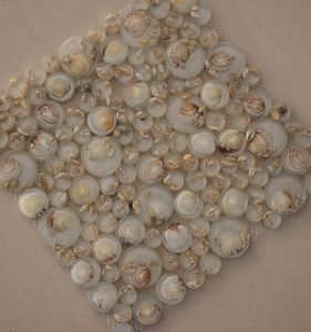 High Quality River Rock Bubble Round Glass Mosaic Tile with Shell pictures & photos