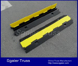 Outdoor Event Protector/Rubber Cable Protector/Car Ramps pictures & photos