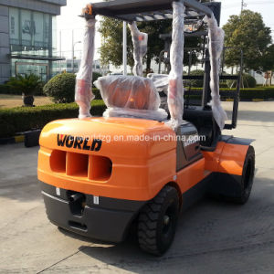 Popular Sale 3 Tons Lift Trucks with Diesel Engine pictures & photos