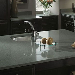 Black Artificial Quartz Stone Kitchen Countertop 170321 pictures & photos