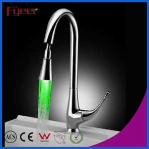 Pull-out Spray 3 Color LED Kitchen Sink Faucet (QH0760F) pictures & photos