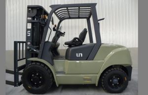 Capacity 4000 Kgs Diesel Forklift pictures & photos