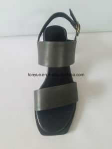 Lady Waxed Leather Flat Head and Square with Simple Casual Sandals pictures & photos