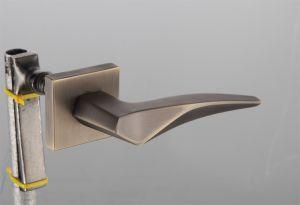 Hot Zinc Alloy Door Lock Handle (Z0-22279 NS) pictures & photos