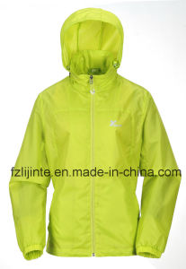 Outdoor Waterproof Hooded Lightweight Windbreaker for Women pictures & photos