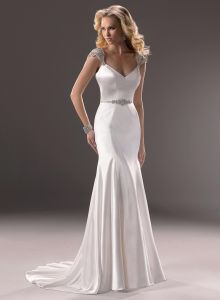 Appliqued Sleeveless Bridal Gown Satin Wedding Dress pictures & photos