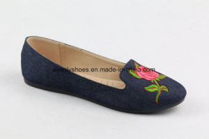 Flower Patterned Canvas Upper Lady Flat Shoes for Fashion pictures & photos