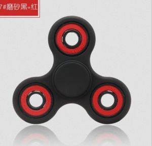 2017 Hot Metal Tri-Spinner Fidget Toy Hand Finger Spinner for Gift pictures & photos