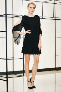 Boat Neck Cold Shoulder Bell Sleeve Mini Shift Dress in Small Check Patch Pattern Fabric pictures & photos