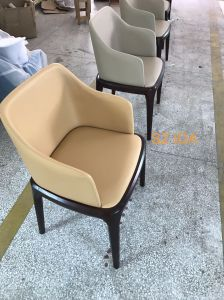Modern Fabric Upholstered Wooden Design Restaurant Furniture Dining Chair pictures & photos
