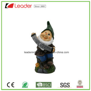 New Lovely Polyresin Gnome Figurine with with Hoe for Garden Decoration pictures & photos