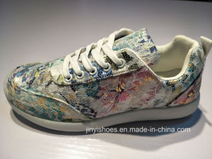 New Style More Color Girl′s Comfort Shoes pictures & photos