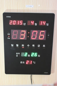 LED Metal Frame Clock (ZT-038AR) pictures & photos
