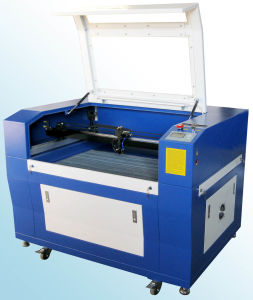 CO2 Laser Cutter for Wood/Acrylic/Leather/MDF pictures & photos
