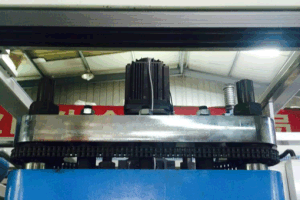 Three Station Plastic Container Thermoforming Machine pictures & photos