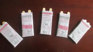 The Attached Paper Gloves, Hair Coloring Plastic Gloves with Instruction pictures & photos