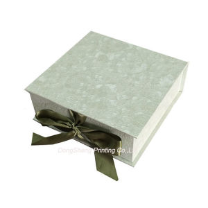 Elegant Hard Paper Folding Jewellery Embossed Promotional Ribbon Closure Boxes