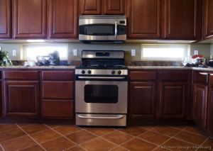 Kitchen Furniture Solid Wood Dark Cherry Kitchen Cabinets (DC) pictures & photos