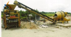Full Automatic Cement/Concrete Block/Brick Making Machine pictures & photos