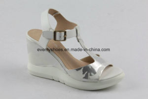 T-Strap Open Toe Sandal Wedge Lady Shoes for Summer pictures & photos